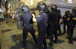 """800 euros de multa a dos niñas de 15 y 17 años por decir: """"vergüenza me daría ser policía"""""""