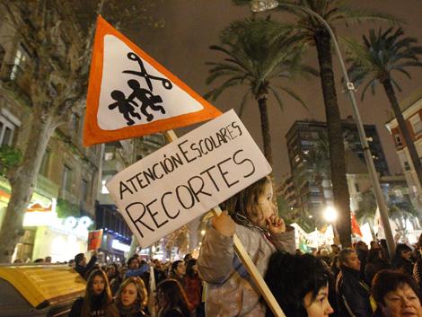 Protesta alicantina contra el cierre de aulas en colegios no afines al PP