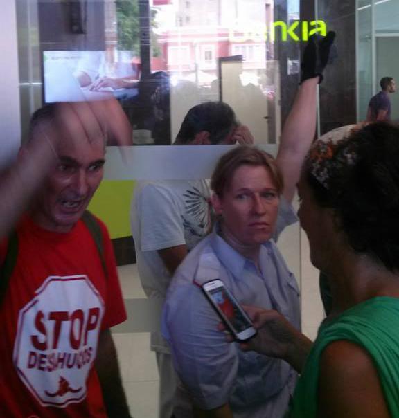 Guerrillerosglobales seguridad de bankia muerde a dos for Oficinas bbva alicante