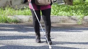persona-ciega-caminando