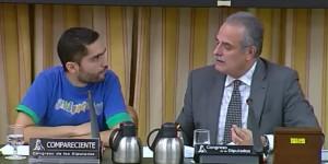 Tohil Delgado. Joven arremete en el Congreso contra el PP y la Banca